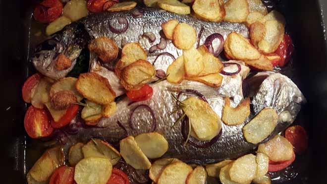 Ricette pesce per secondi piatti classici e tradizionali di pesce al forno.