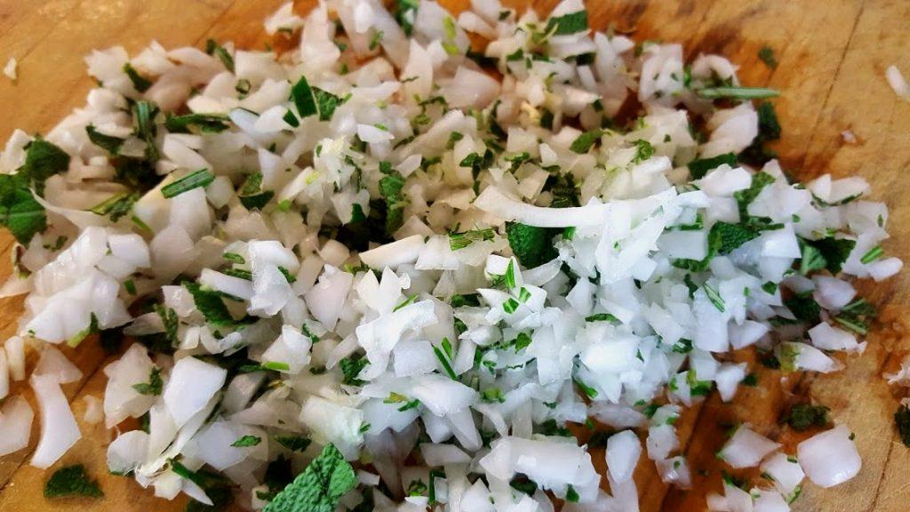 Secondi piatti di carne, il trito aromatico di salvia e rosmarino
