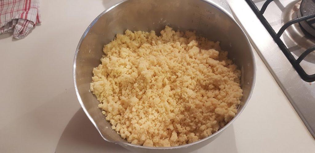 Pasta frolla ricetta facile, farina, lievito, burro e uova