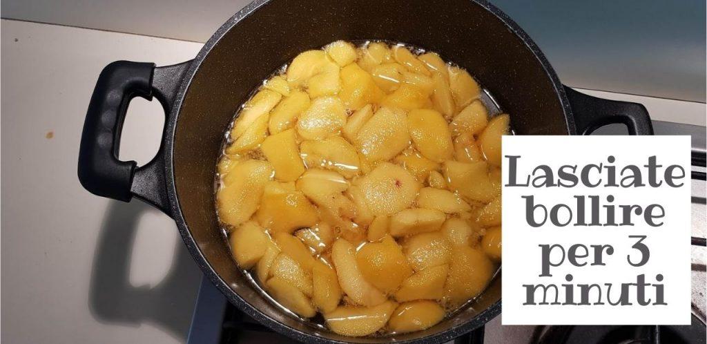Lasciate bollire per 3 minuti le pesche fatte a pezzetti